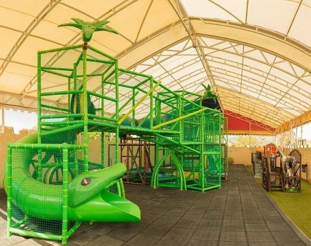 Parc pour enfants, avec zone d'activités et ateliers Parc de Vacances Magic Robin Hood Alfas del Pi