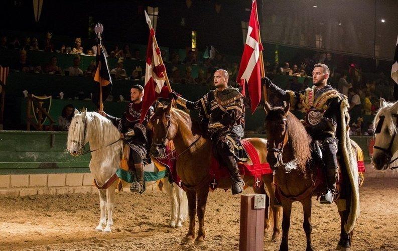 Dîner-spectacle 'Medieval Challenge' Parc de Vacances Magic Robin Hood Alfas del Pi
