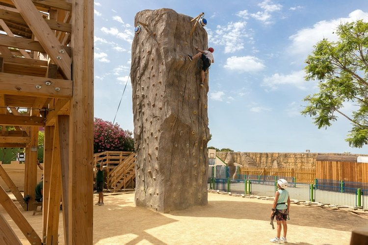 Multi-aventure parc de vacances magic robin hood alfas del pi